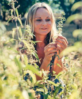 Handmacherin_Jenny_Kräuterwanderungen_Portrait (3)